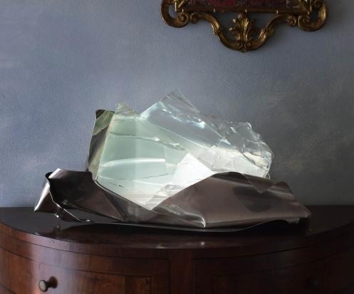 <b>Sperimentare la realtà</b> - 2017 - 66x32x29 cm | Acciaio inox e cristallo multistrato riciclati, illuminazione a led.