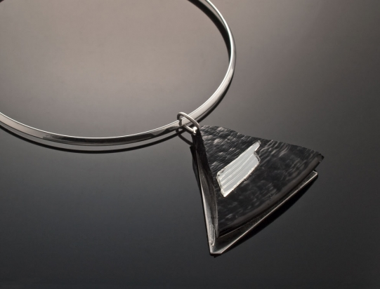 Necklace rhodium plating (Ø 13 cm). Jewel: glass and mirror on steel base