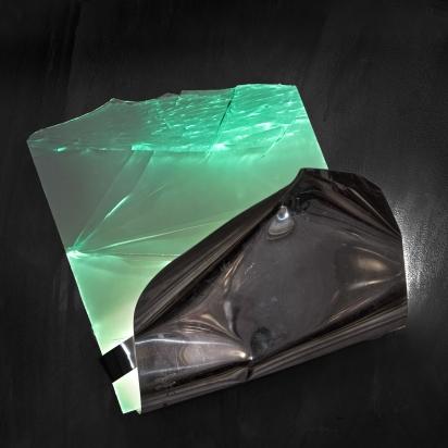 <b>DiventI dove le azioni ti portano</b>, 2019.</br> Acciaio inox e vetro multistrato di recupero, illuminazione LED. 49 x 53 x 31 cm.