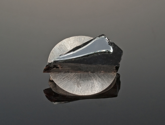 Brooch (1,9x5cm): crystal and mirror on silver plated copper base (Ø 4,1cm)