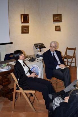 Momento della conversazione con la scultrice Franca Franchi condotta da Carlo Motta