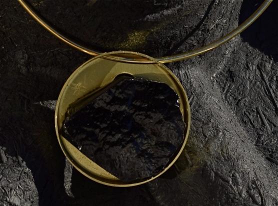 Gioiello - pasta vitrea e ottone, Ø 5 cm. Girocollo - ottone (Ø variabile).