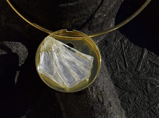 Gioiello - cristallo e ottone, Ø 5 cm. Girocollo - ottone (Ø variabile).