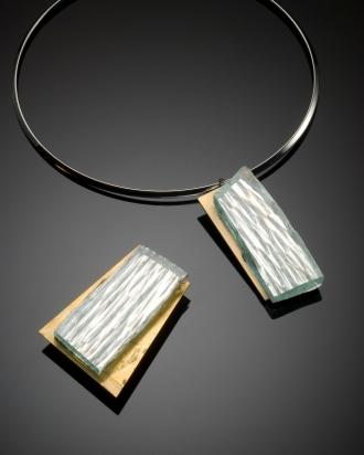 Rhodium plating necklace (Ø 13 cm). Jewel: mirror on bronze base (9 cm). Brooch: mirror on bronze base (4,3x5,7 cm)