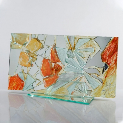 <b>Gratitude</b>, 2011. </br>Recycled glass, crystal and mirror, paint. 57 x 30 x 21 cm.