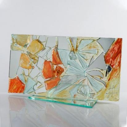<b>Gratitudine</b>, 2011.</br> Vetro, cristallo e specchio di recupero, vernice.  57 x 30 x 21 cm.