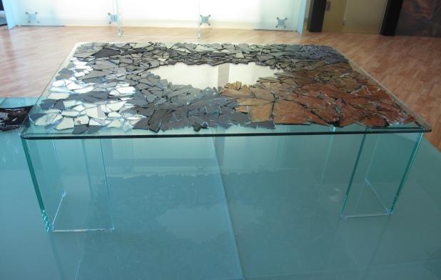 Frammenti di vetro e specchio su base in vetro - 80x120x36 cm