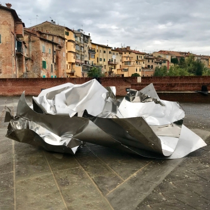 <b>In the flow</b>, 2020.</br>   Recycled stainless steel, Luserna stone. 157 x 210 x 90 cm.