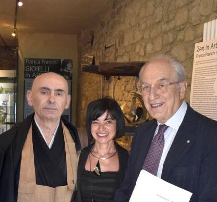 il maestro Zen Fausto Taieten Guareschi, l'artista e l'avv. Corrado Sforza Fogliani