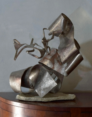<B>The wait</b>   2018. Recycled stainless steel,, 41x45x28 cm.