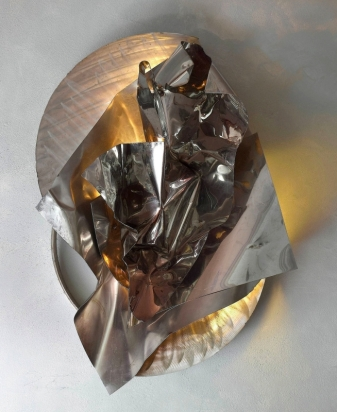 <b>Fold and unfold</b>, 2018. Made from recycled stainless steel and multilayer glass, lighting LED. 60x90x43 cm.