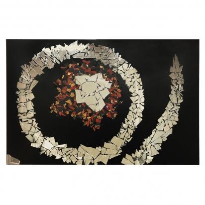 <b>Preghiera alle Bahamas</b>, 2009.</br>  Frammenti di specchio e vetro colorato di recupero su tavola. 187 x 123 cm.