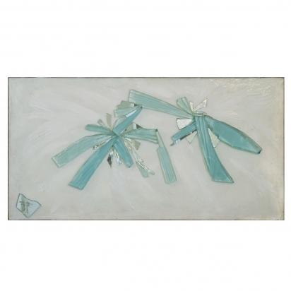<b>Prendersi per mano</b>, 2009.</br> Frammenti di specchio e vetro di recupero, vernice, su tavola. 118 x 60 cm.