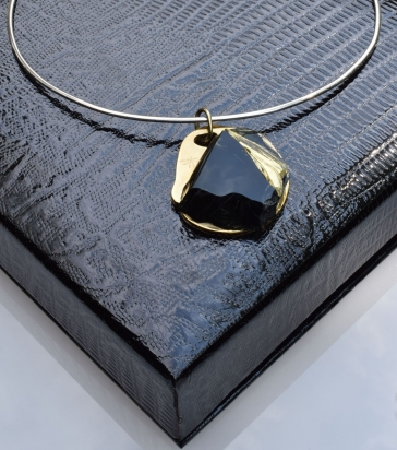 Girocollo in argento (Ø 15 cm). Gioiello (4x4,5x1 cm) cristallo e bronzo, cofanetto