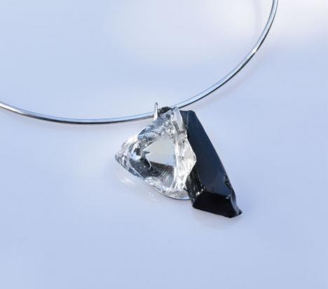 Girocollo in argento (Ø 15 cm). Gioiello (3x5x1 cm) cristallo e acciaio