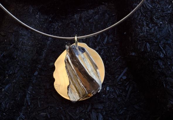 Girocollo in argento (Ø 15 cm). Gioiello (4x4,5x2 cm) cristallo e bronzo