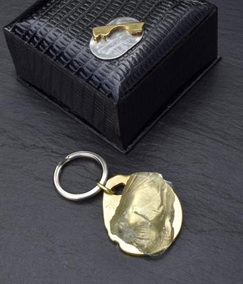 Portachiavi. Gioiello - (4x4x1 cm) cristallo e bronzo. Cofanetto con logo e richiamo del gioiello.