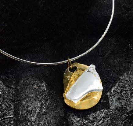 Girocollo in argento (Ø 15 cm). Gioiello (4x4,5x1 cm) cristallo e bronzo