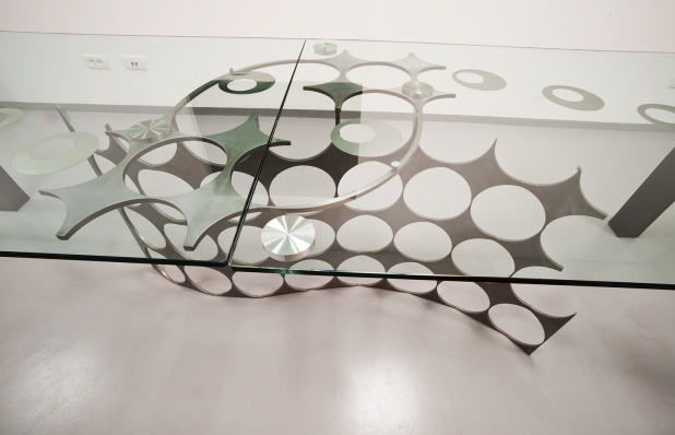 Tavolo scultura - 2016 | Acciaio di recupero, vetro, gambe in pelle