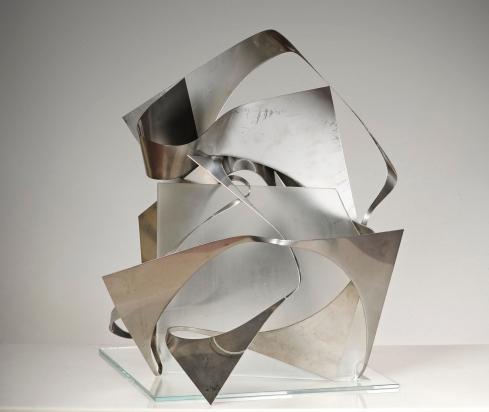"""""""<b>Tocca proprio a te</b>"""", 2016 - acciaio inox riciclato e vetro, opera scomponibile, 55x48x49 cm"""
