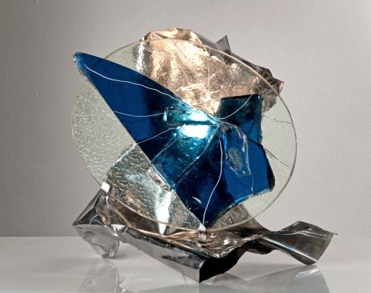 <b>Costruzione</b> - 2016 - 50x45x52 cm | Acciaio inox e cristallo, vetro riciclati, illuminazione a led.
