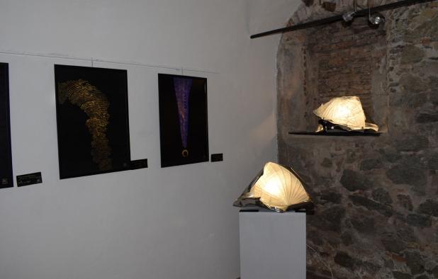 Due sculture luminose nella saletta