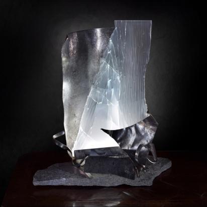 <b>La felicita' è nel viaggio non nella destinazione</b>, 2019.</br> Acciaio inox e vetro multistrato di recupero, pietra di Luserna, illuminazione LED. 29 x 39 x 23 cm.